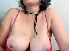 mature-woman-masturbate-on-the