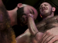 athletic-dude-gives-cum