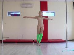 dora-tornaszkova-hot-naked-gymnastics