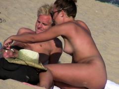 pussy-close-up-voyeur-amateurs-beach-video
