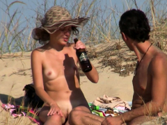beach-voyeur-amateurs-nudist-close-up-shaved-hairy-pussy