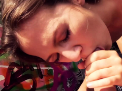 german-public-agent-pick-up-teen-tourist-for-erocom-date