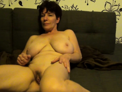 sexy-older-slut-is-pleasuring-her-drenched-pussy