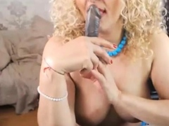 blond-mlf-play-whit-toy-nr09