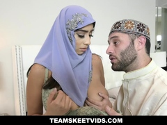 muslim-mom-wants-to-have-her-arab-dauther-pregnant