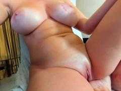 amateur-foxycleopatraxxx-fingering-herself-on-live-webcam