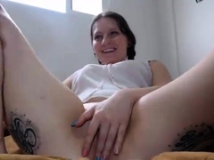 amateur-kemplywishes-fingering-herself-on-live-webcam