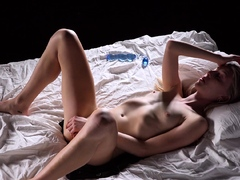 outdoor-fingering-and-masturbation-with-hot-chicks