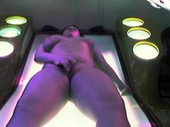 solarium-pussy-fingering-11