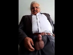 arab-daddy-showing-on-cam