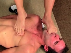 Aroused hunk plays with the dick and feet in solo homo xxx