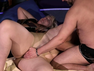 Horny swingers fucking well in groupsex