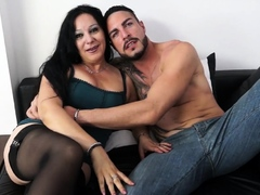amateureuro-squirting-bbw-italian-mature-enjoys-ass